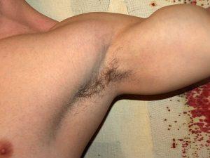 Gelaatsbehandling, voor mannen die hun oksels scheren