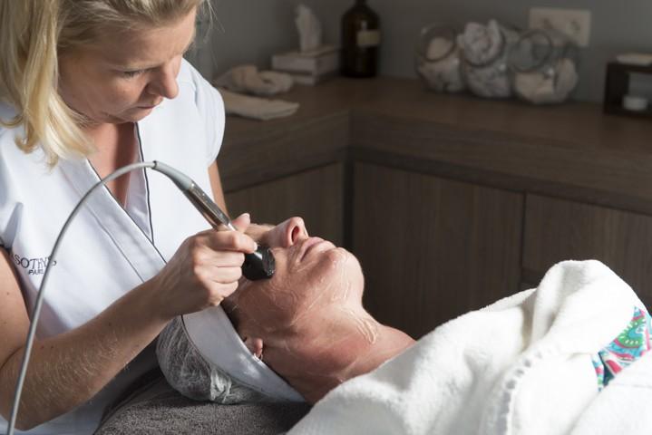 Fractora behandeling voor pigmentvlekken bij huidcoach Angenies